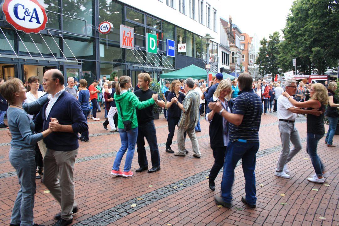 Shopping Sonntag Elmshorn tanzt; Stadtmarketing Elmshorn; © Ulf Marek