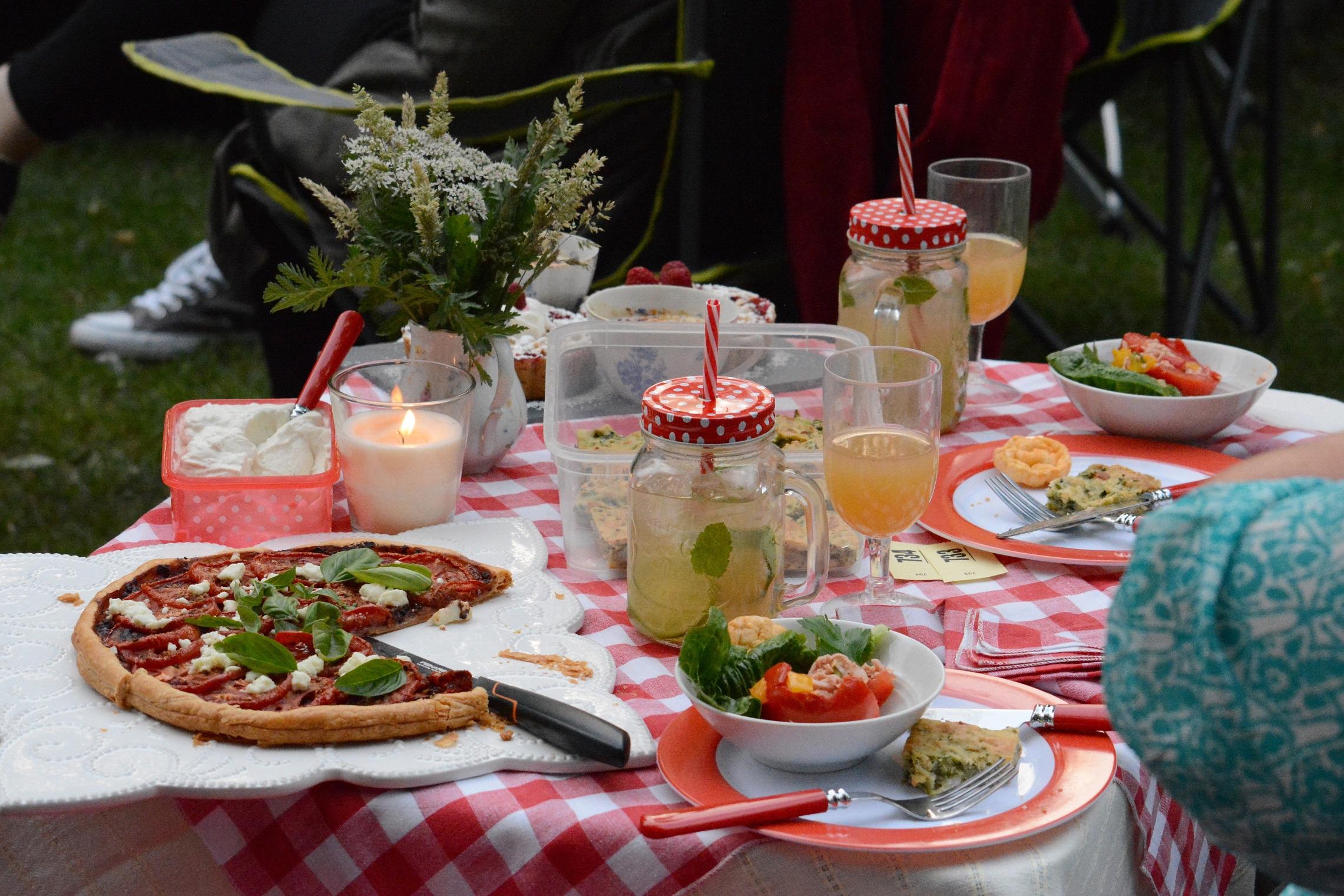 Picknicktisch Picknick Open Air Kino Elmshorn; © Ulf Marek